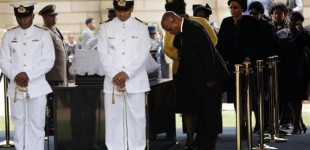 South African President Jacob Zuma pays his respects at the coffin of former South African President Nelson Mandela, as Mandela lies in state at the Union Buildings in Pretoria December 11, 2013. REUTERS/Kim Ludbrook/Pool