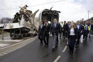 Spain's PM Rajoy walks with Development Minister Pastor and Galician regional president Feijoo as they tour the wreckage of a train crash near Santiago de Compostela