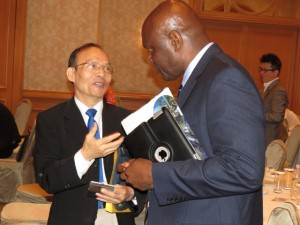 Mr. Linkon Maynard speaks with a Taiwanese businessman.